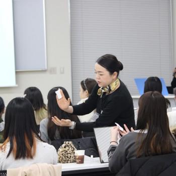 保育者向けメイクアップ講座を行いました